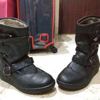 Sepatu High boots kulit imitasi