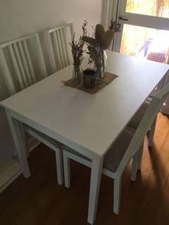 Set of 4 chairs with dining table