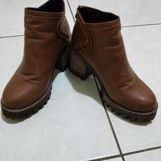 粗跟質感靴