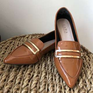 ZARA Pointed Shoes 36