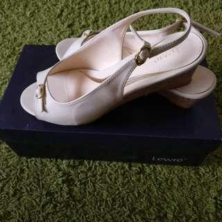 Authentic lawre shoes