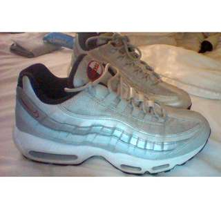 AIR MAX 95 PREMIUMS SIZE 9 MENS