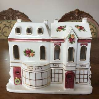 Old country roses lighted house bakery toy shop