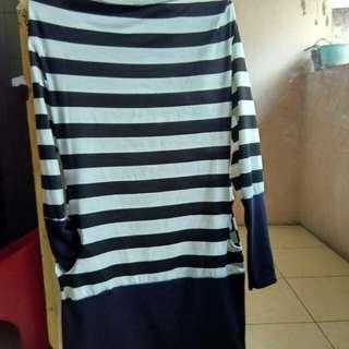Baju dress Uk. M  Kondisi barang masih bagus dan tidak ada cacat. Baju masih baru belum pernah di pakai