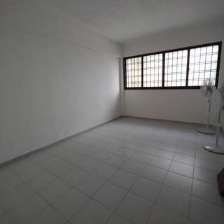 Quiet common room near MRT and eateries for Rent