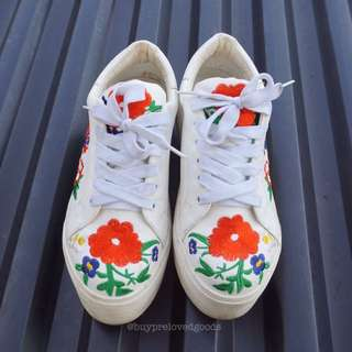 Polla Polly Broken White Embroidery Sneakers (LOCAL BRAND)