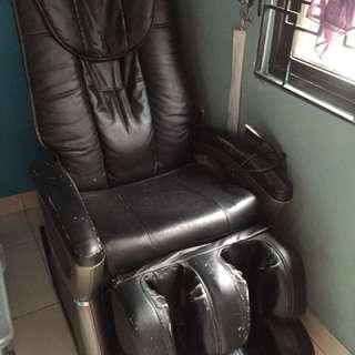 Kursi pijat (kondisi mati)
