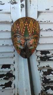 Pajangan topeng motif batik