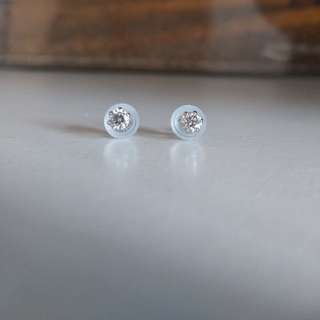 pt900鉑白金共25份鑽石(乾淨,閃) 耳環 diamond gold earrings