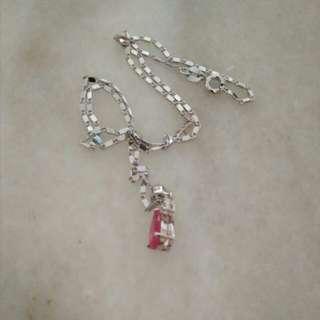 仿真梨型红宝石钻牌+电鍍916白金项链