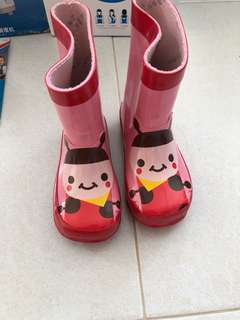 Rainboot shoes