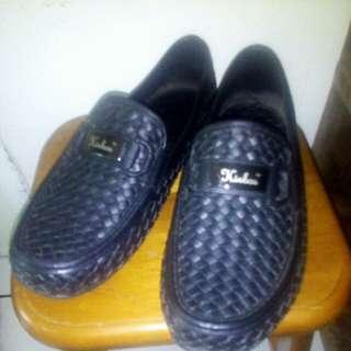 """Sepatu karet pria """"Kinbo"""" nyaman dipakai"""