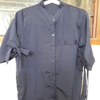 Bluse biru donker