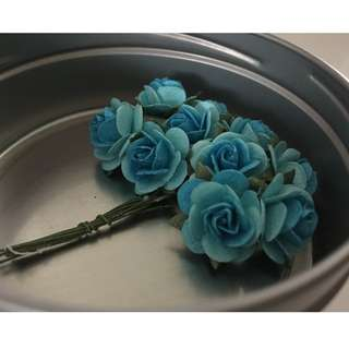 Paper Flowers for Crafting (Blue/appox 2.5cm incl leaves)