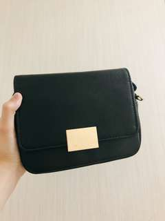H&M black crossbody bag . Have been used once before . Still very new . ( for more info please direct me )