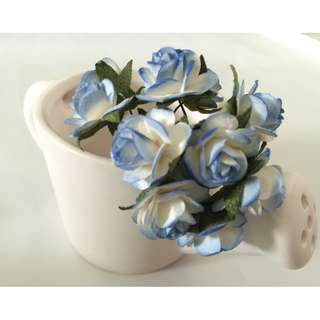 Paper Flowers for Crafting (White with a Tinge of Blue Trims/appox 2.5cm incl leaves)