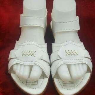 Sandal haji cewek