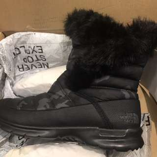 The North Face 雪靴boot 防水 羽絨 只穿了一次