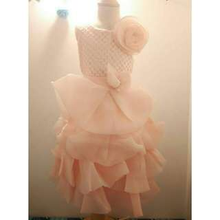*FREE DELIVERY to WM only / Ready stock*  Kids wedding gown dress each 3-7yo as shown design/color peach. Free delivery is applied for this item.