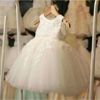 *FREE DELIVERY to WM only / Ready stock*  Kids 3-9yo flower dinner gown dress each as shown design/color white. Free delivery is applied for this item.