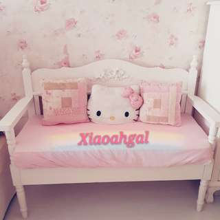 🔴ANY REASONABLE $➡️ FOLLOWERS ONLY!🔴🌟NEW --LESS THAN 2 YRS!🌟AUTHENTIC French White Shabby Cottage European bow furniture bench (Cushion not included)(only used to put dolls & plush as decor)💋No Pet No Smoker Clean Hse💋