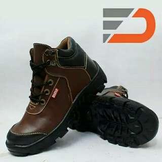 sepatu safety kulit asli. garansi uwang kembali jika bukan kulit asli.