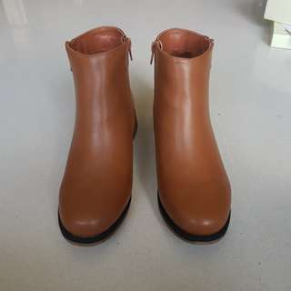 Size 38 Brown Boots
