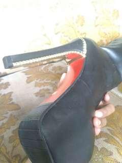Gambar defect boot hitam sepaha