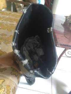 Boots hitam sepaha