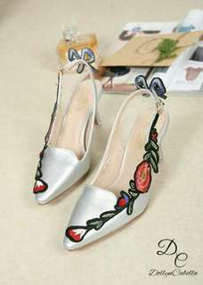 Dollyn C@bella Quitta Ace Embroidered #8328-28 Colour 5: Black Pink Silver Red White  Come in size:(36,37,38,39,40) Insole size 36:23,5cm 37:24cm 38:24,5cm 39:25cm 40:25,5cm  Tinggi heels 7cm Material kulit halus bermotif bunga Qualty ORIGINAL BRAND