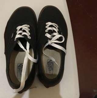 Vans black gumsole