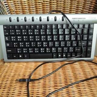 細keyboard,有3個,$30,3個