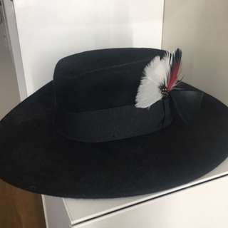 Black feather fedora