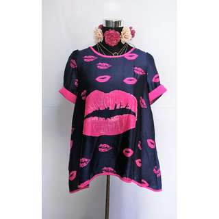 Lip printed korean blouse - Large to XL frame
