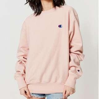 INSTOCK champion x uo reverse weave graphic sweatshirt in pink