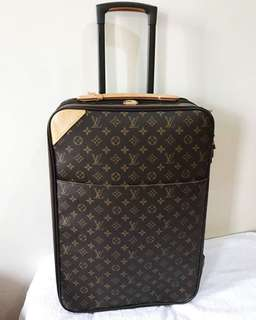 Louis Vuitton luggage size 60 monogram