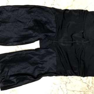 Celana ketat untuk mengecilkan perut