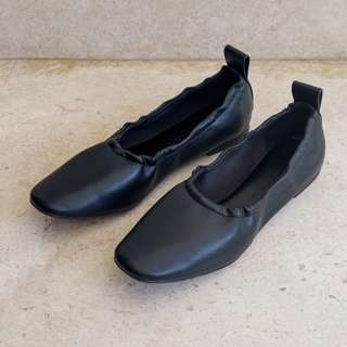 Charles & Keith Black Flat Shoes