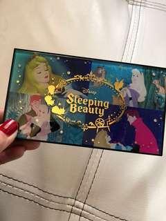 Disney睡公主眼影㬷脂唇膏組合