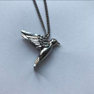 Lovisa humming bird necklace