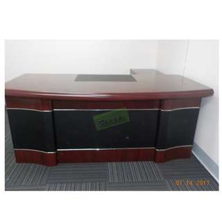 EXECUTIVE TABLE (With drawers 180Wx183Dx76Hcm) KHOMI