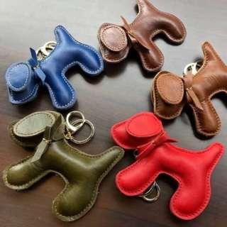 新年快樂������ 特別在新春時推出狗年發財吊飾 牛皮材質,超可愛的!