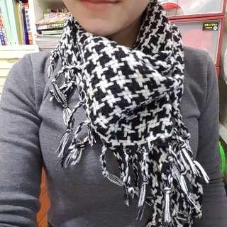 黑白紋三角圍巾
