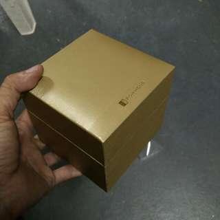 Poh Heng box