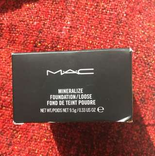 MAC Mineralize Loose Powder in Extra Light