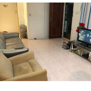 4 Room flat next to Northpoint City & Yishun MRT for Sale