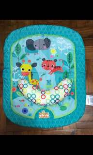 Baby play mat for tummy time