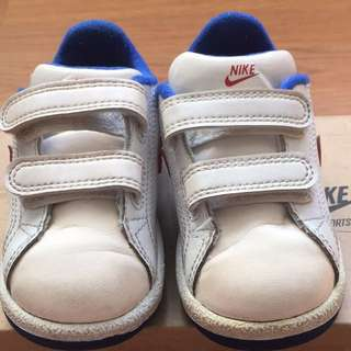 Authentic Nike main draw sneakers for babies (from 9mos to 1.5yo)