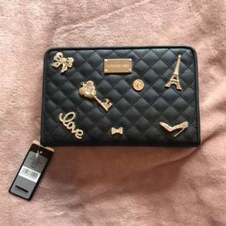 FOREVER NEW QUILTED TRAVEL PURSE BLACK