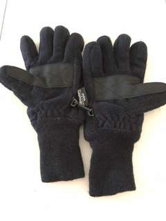 ThInsulate insulation 40gram Winter Gloves fits size S hands.